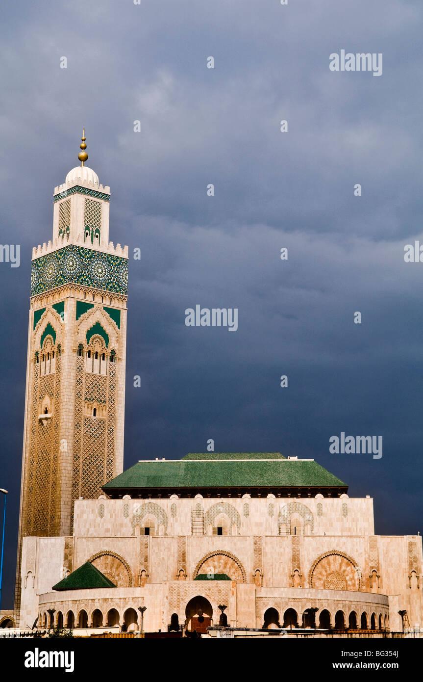 Hassan II Moschee ist die drittgrößte Moschee der Welt. Die Moschee wurde 1993 für den ehemaligen König eröffnet Stockfoto