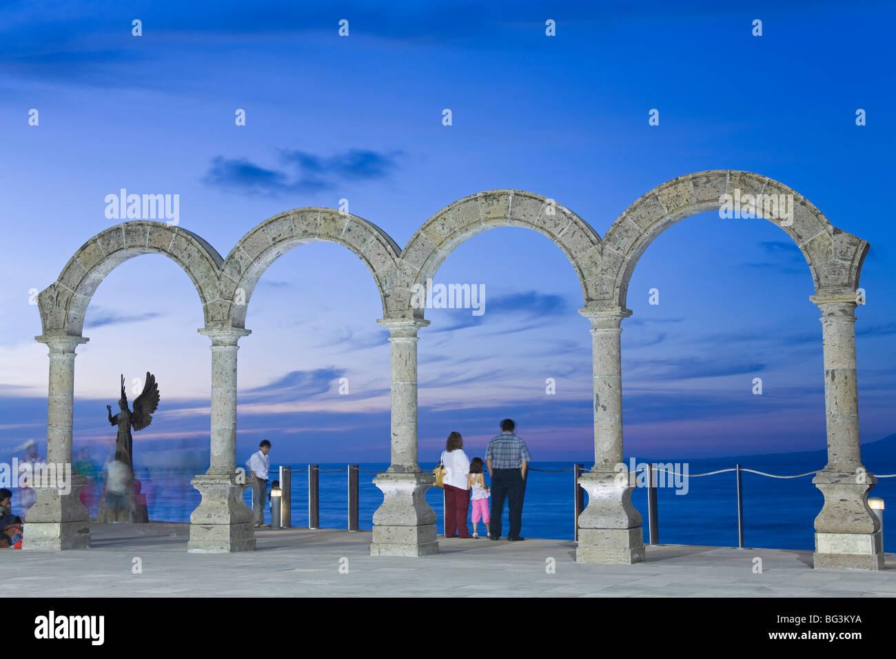 Bögen an der Malecon, Puerto Vallarta, Staat Jalisco, Mexiko, Nordamerika Stockbild