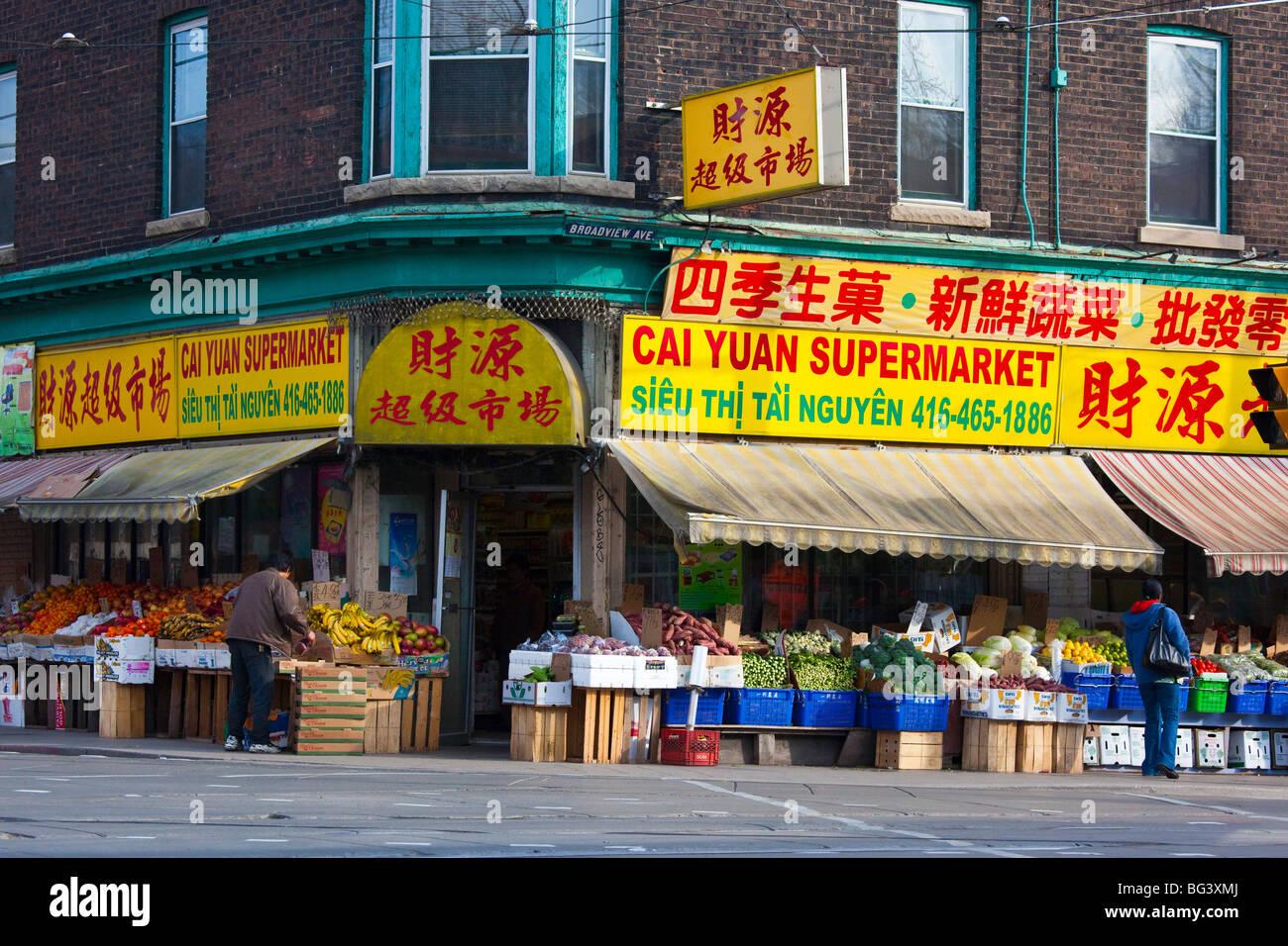 Chinesisches Mädchen, das in Toronto Dating Investment Banking Analyst