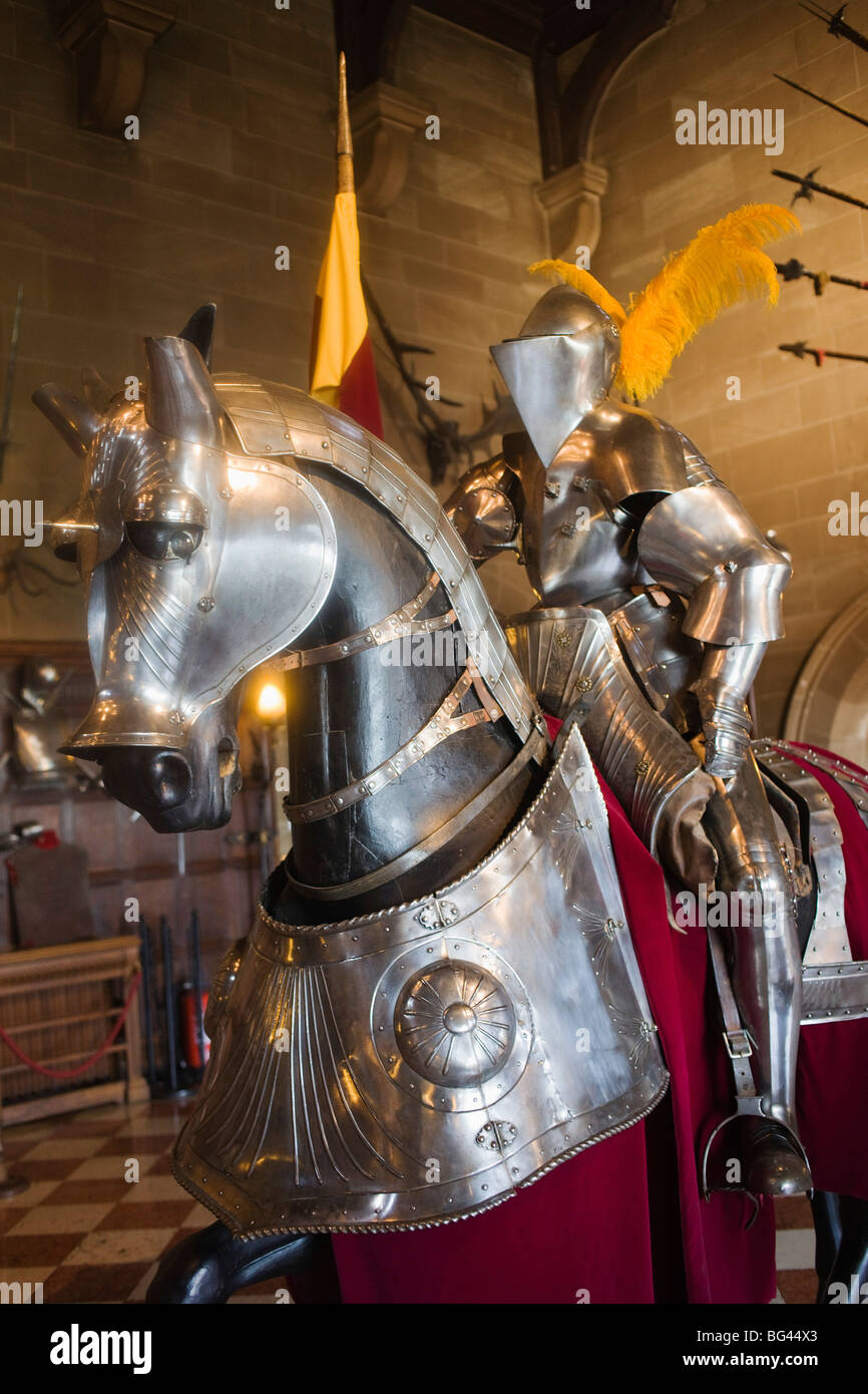 Warwickshire, Warwick, England, Warwick Castle, Anzeige der Ritter und Pferd Rüstung Stockbild