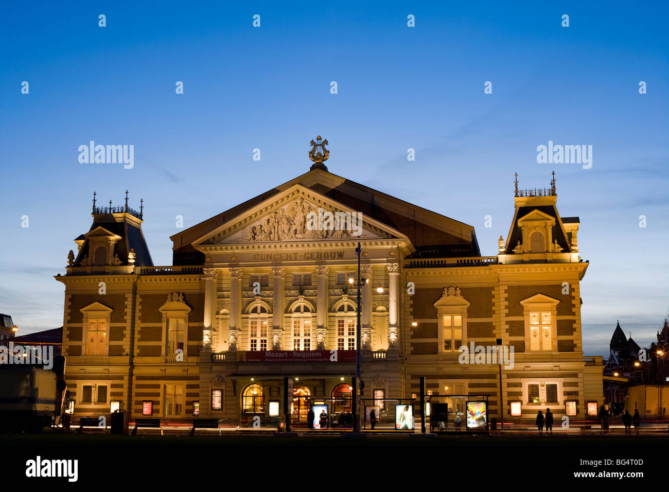 Das Concertgebouw Amsterdam, Concert Gebouw, Music Hall Gebäude in der Dämmerung. Stockbild