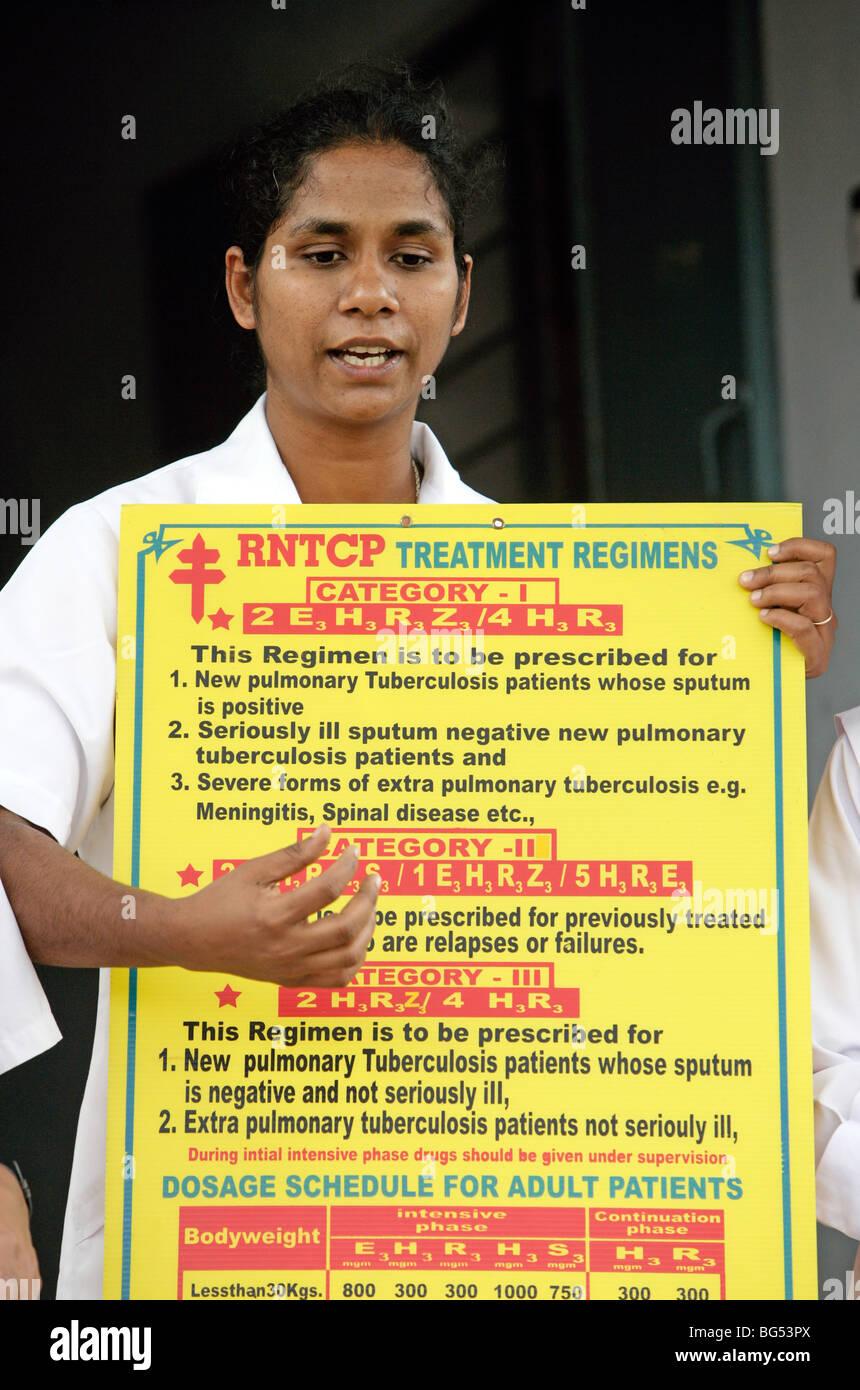 Gesundheitsunterricht durch eine Schwester Krankenschwester in Indien Stockbild