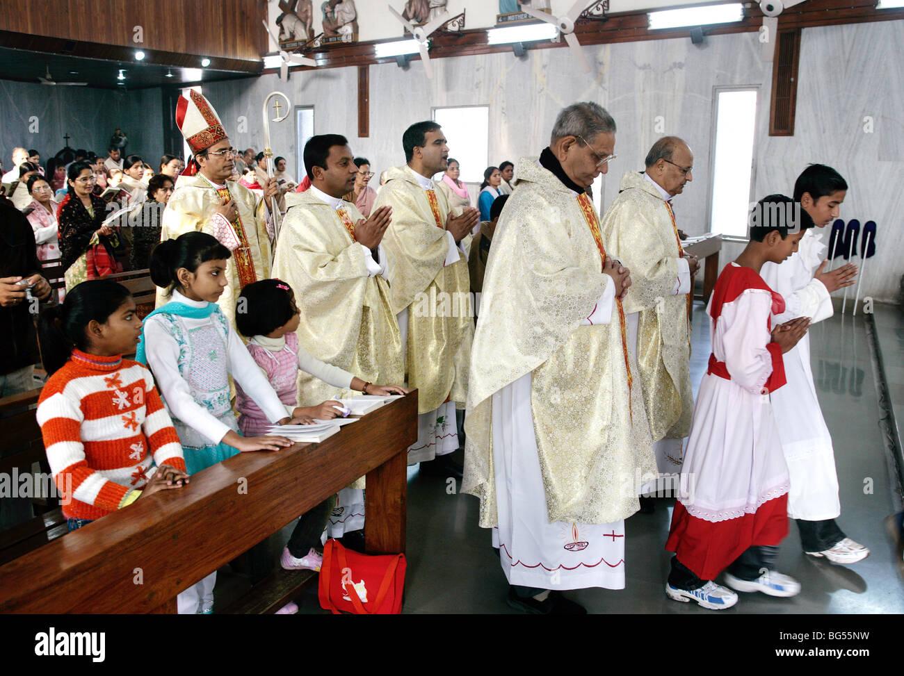 Sonntag Messe in der römisch-katholischen Kathedrale Saint Joseph in Lucknow, Uttar Pradesh, Indien Stockbild