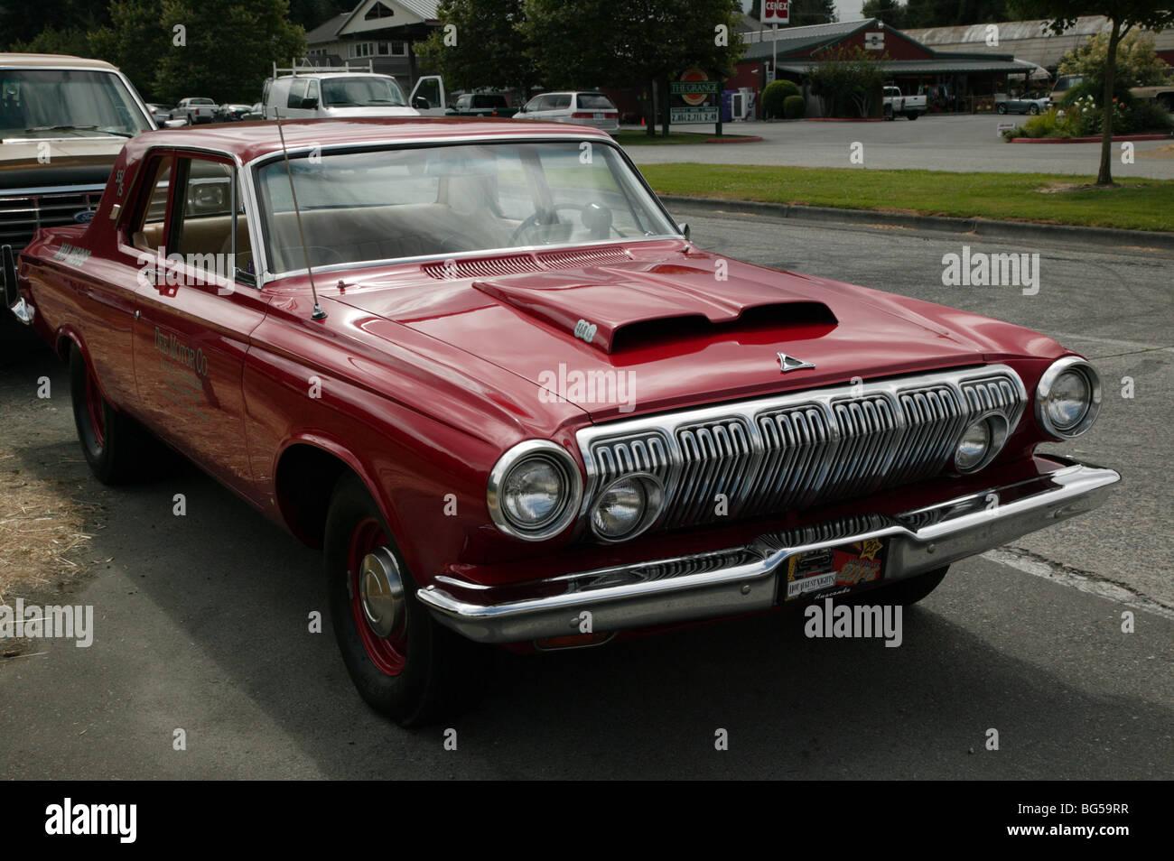 Vorderansicht Eines 60er Jahre Dodge 330 Max Wedge Limousine Auf Der 1964 North West Muscle Car Show Xxx Rootbeer Drive In Issaquah
