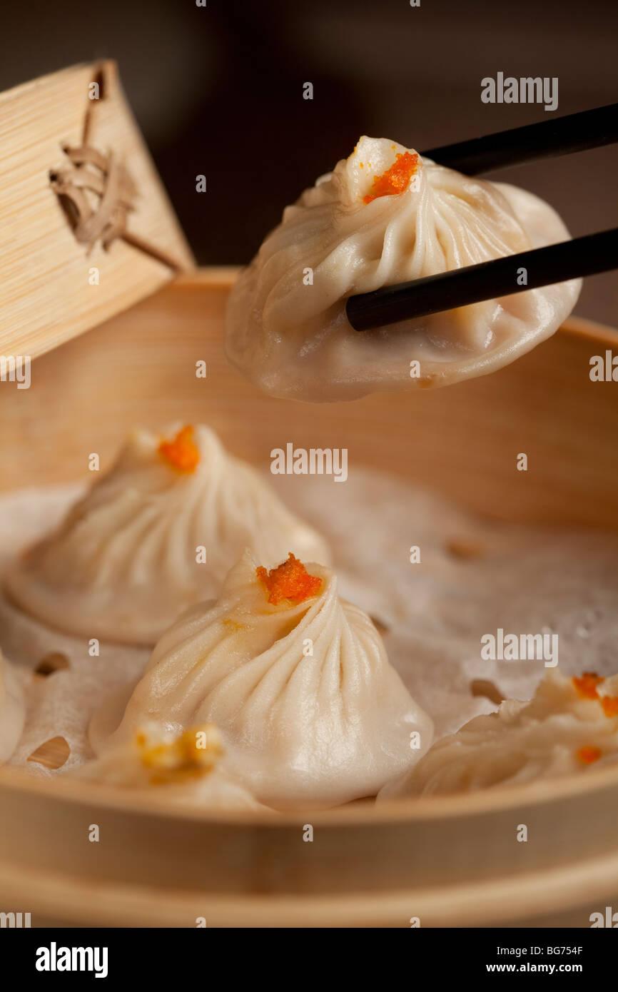 Gestreamte Krabben Fleisch Brötchen serviert im Shen-Garten-Restaurant am Grand Canal Shops, Venetian Macau, Stockbild