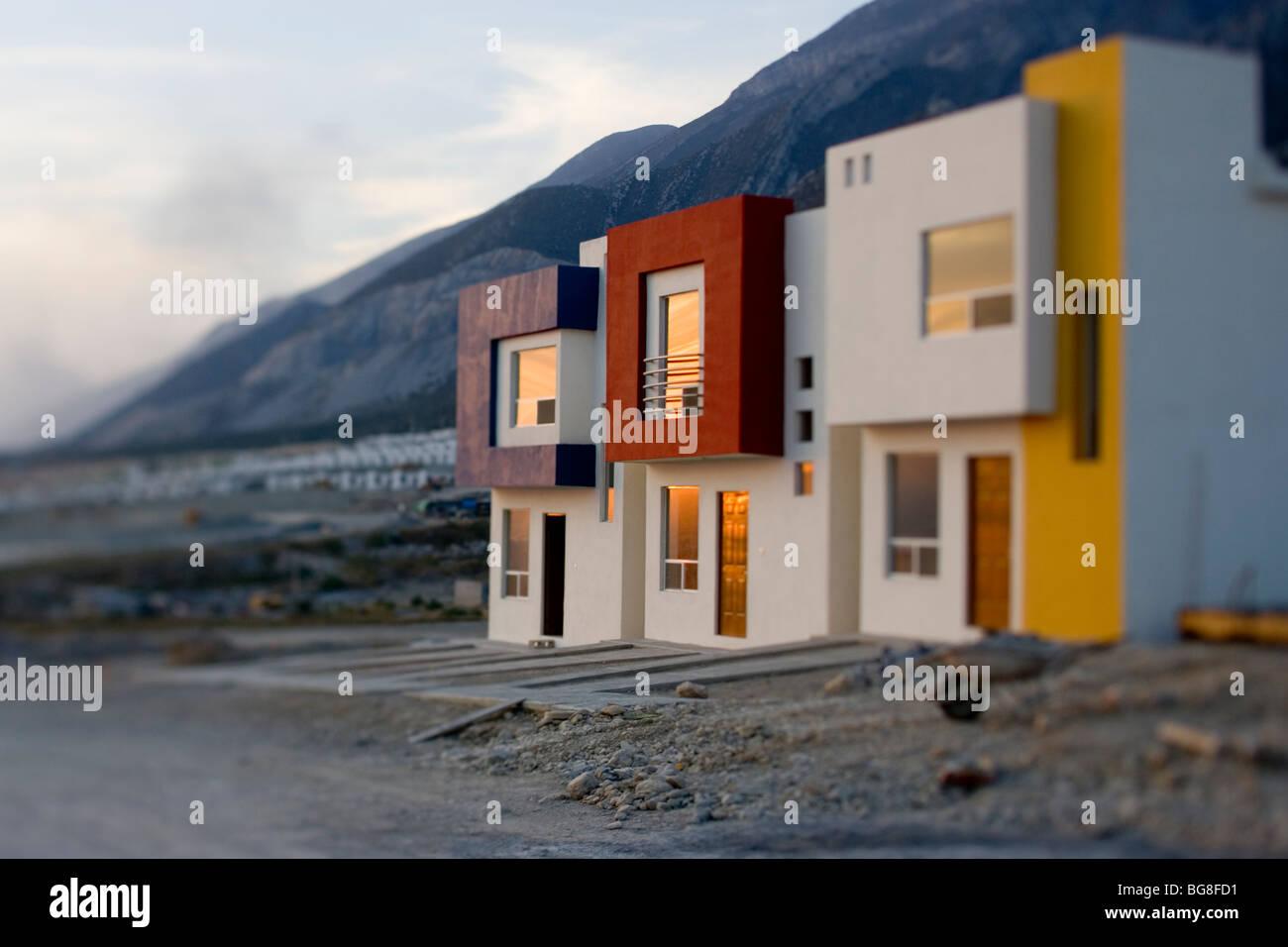 Außenseite des modernen Häusern in einem Neubaugebiet in Monterrey ...