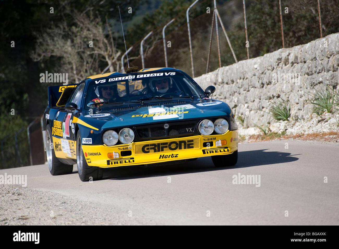 Der Lancia Rally 037 (auch bekannt als Lancia Abarth #037) Rennen in einer Kundgebung in Spanien Stockbild