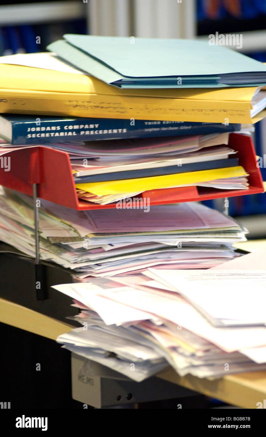 Lizenzfreie Kostenlose Foto Von Beschaftigt Buro Voller Akten Und Papiere London Uk Stockfotografie Alamy