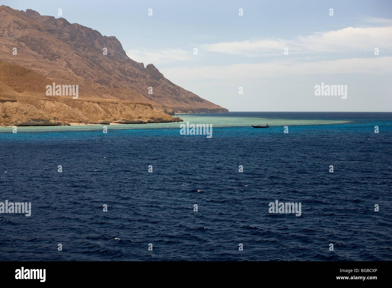 Afrika, Ägypten, Sharm el Sheikh, Tiran Insel, Boot, Meer, Küste, Farben Stockbild