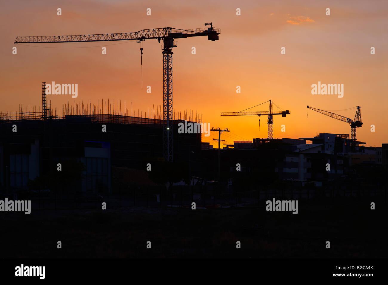 Turmdrehkrane Silhouette auf der Baustelle Stockbild