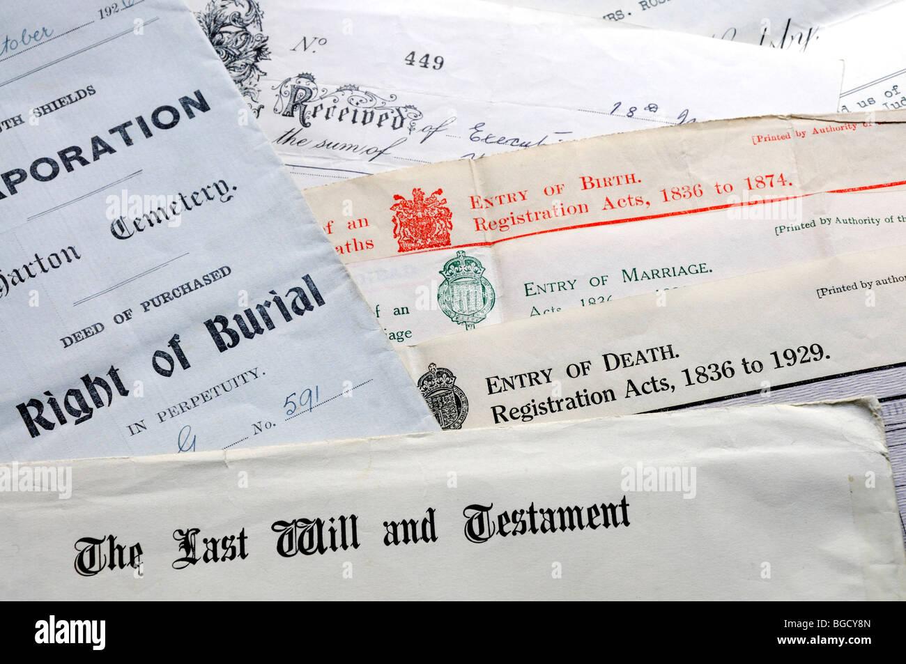 Genealogie-Dokumente - Zertifikate von Geburt, Heirat und Tod, Bestattung und letzten Willen und testament Stockbild
