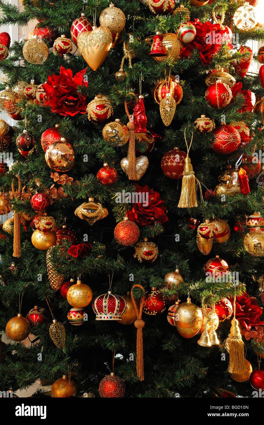 Warum Wird Der Weihnachtsbaum Geschmückt.Weihnachtsbaum Geschmückt Mit Christbaumkugeln Detail Villa