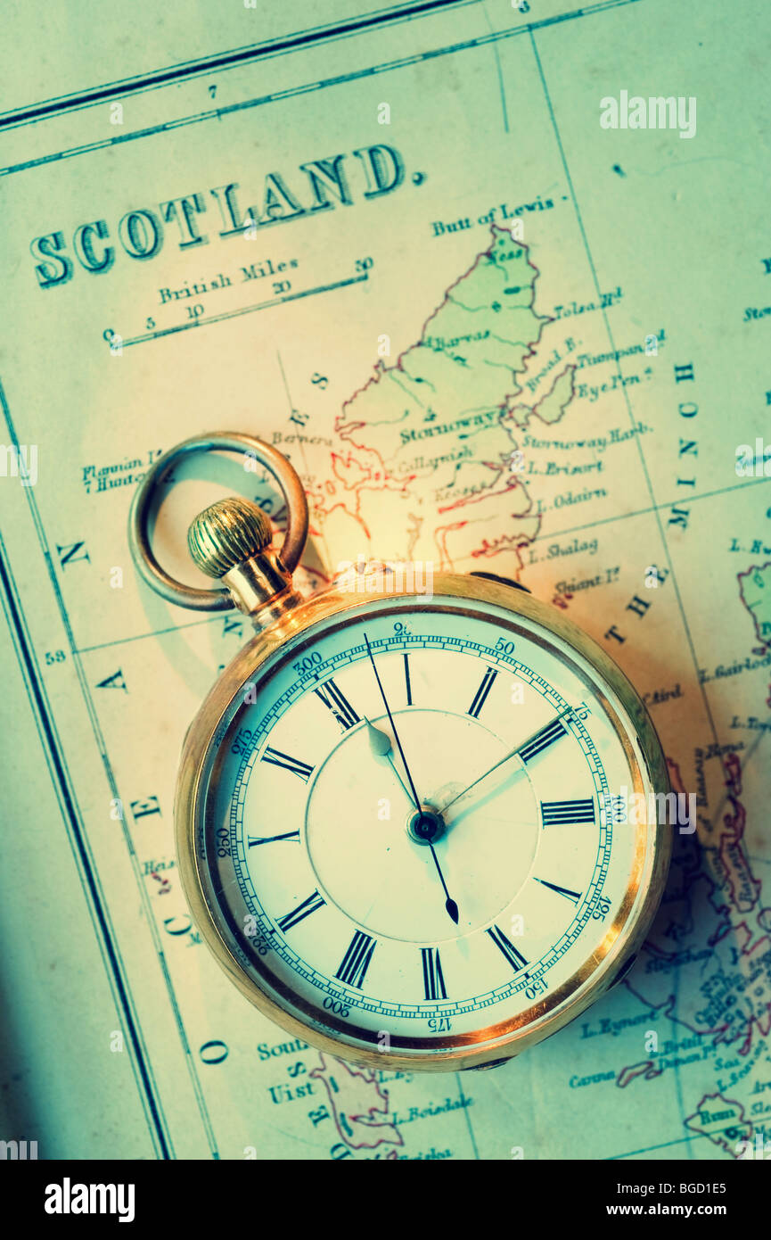 Alte Goldene Uhr Auf Antike Landkarte Von Schottland