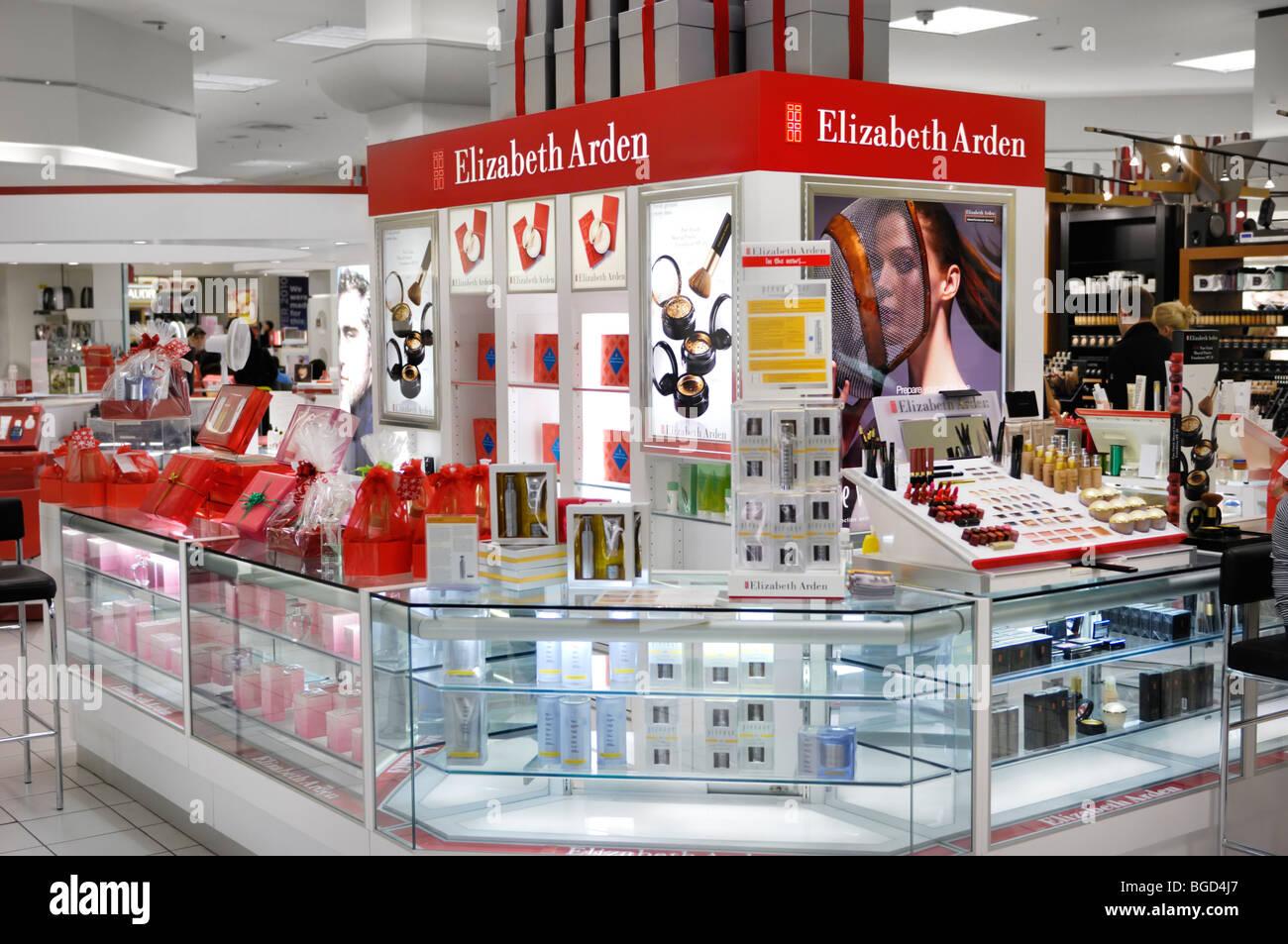 Elizabeth Arden Kosmetik und Make-up Anzeigen in einem Einkaufszentrum in Toronto, Kanada Stockbild