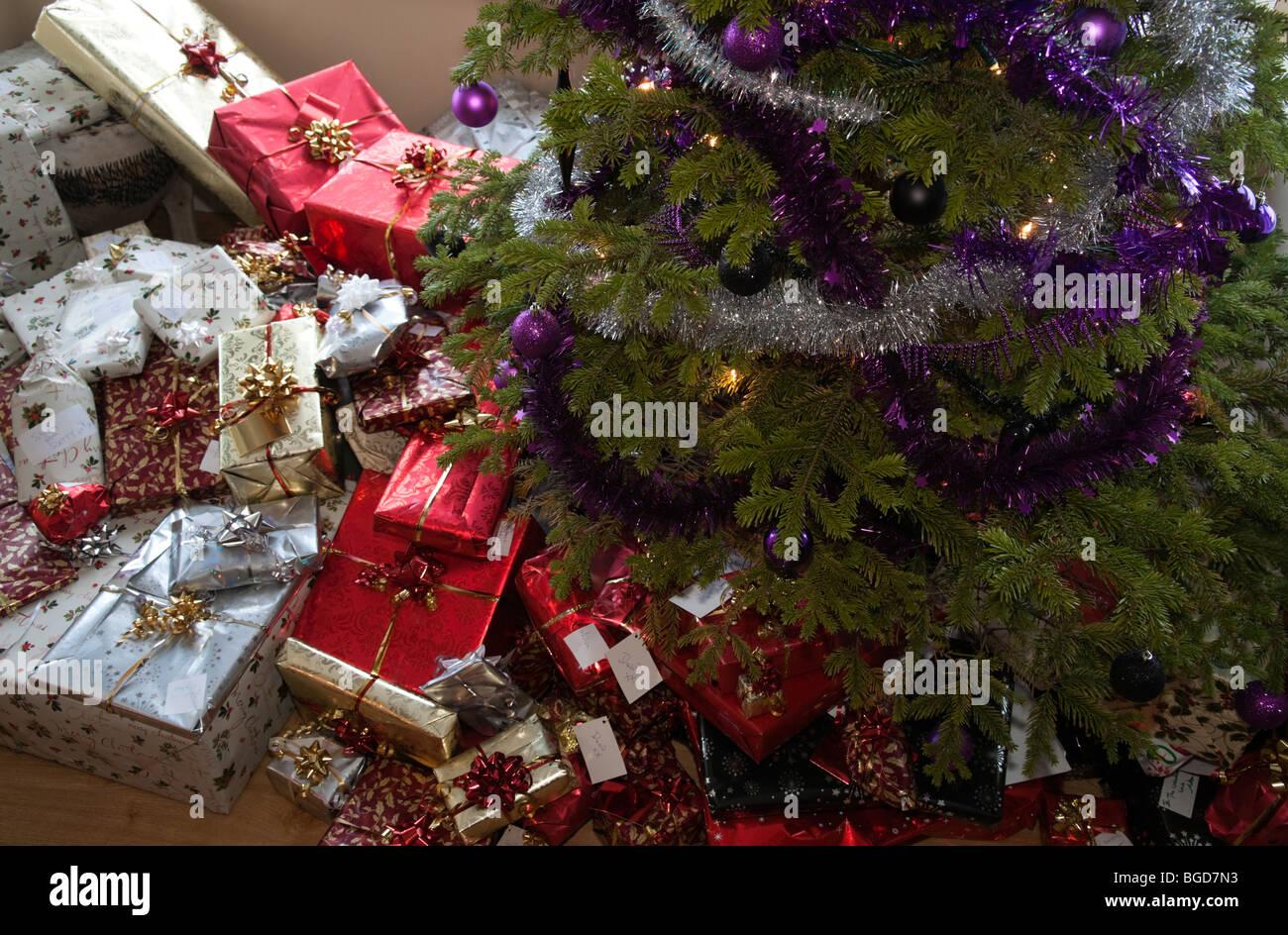 Geschenke Einpacken Stockfotos & Geschenke Einpacken Bilder - Alamy