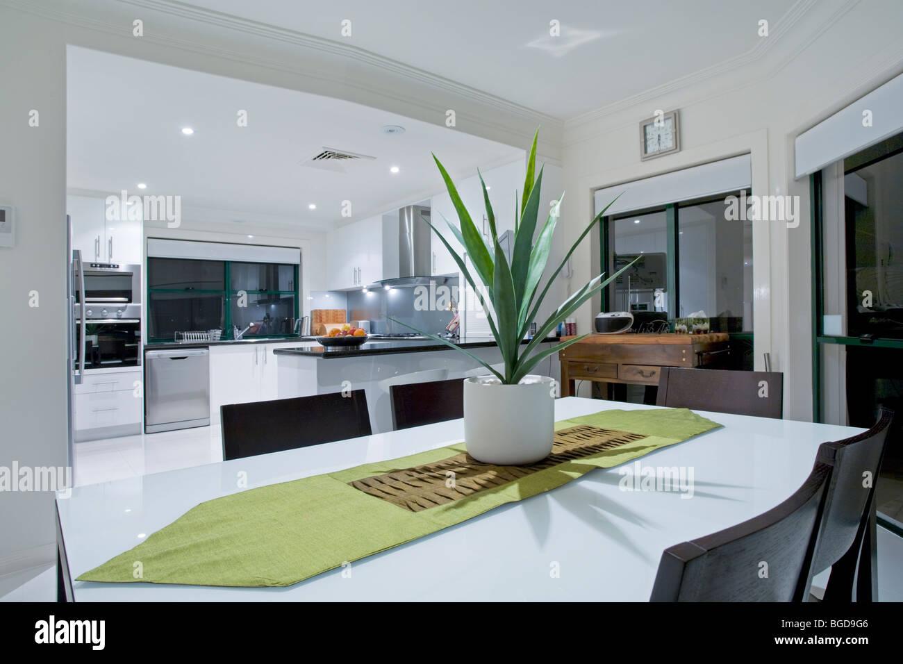 moderne k che in luxusvilla stockfoto bild 27337750 alamy. Black Bedroom Furniture Sets. Home Design Ideas