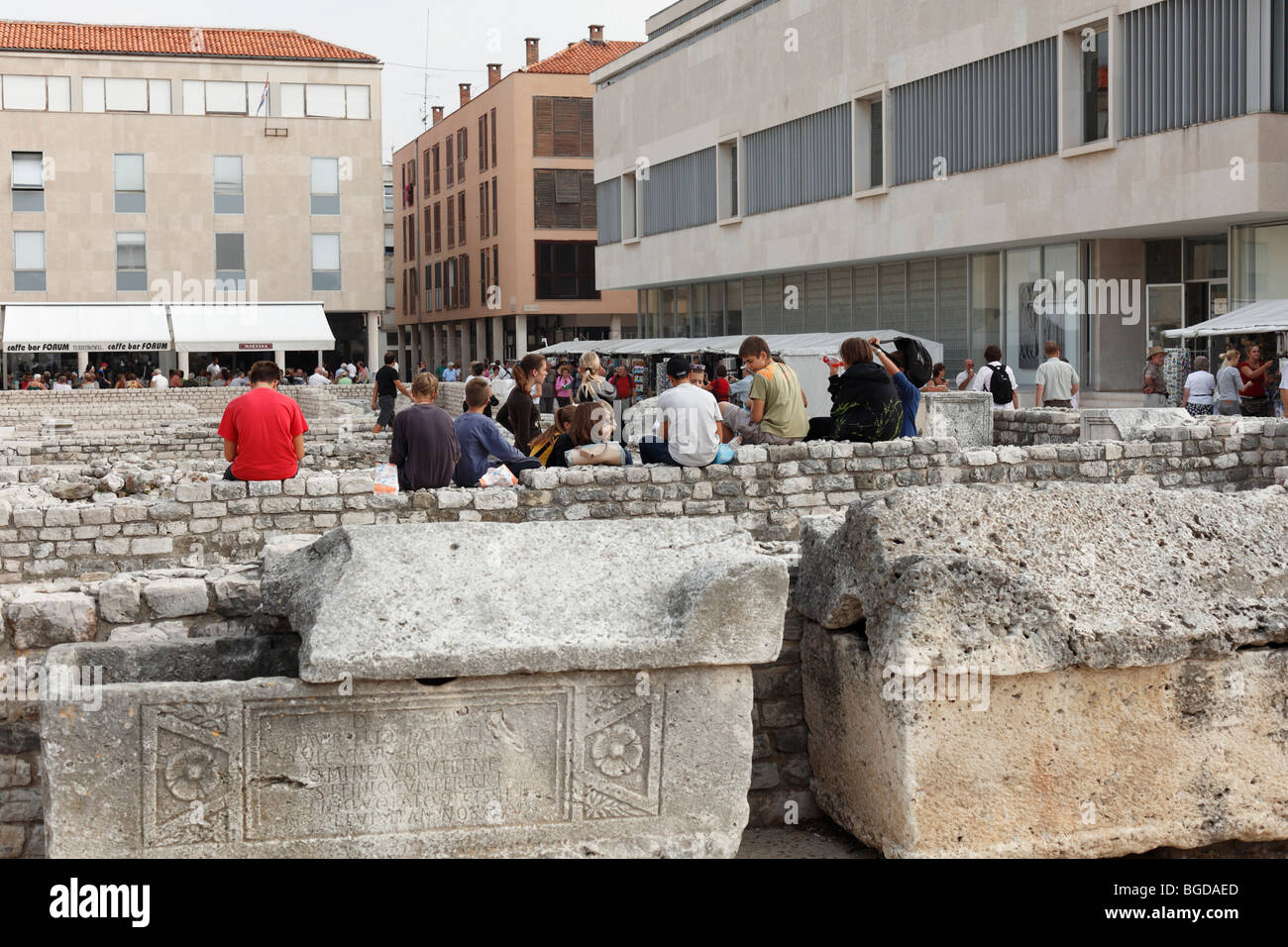 Das Forum Romanum und modernen Gebäuden, Altstadt von Zadar, Dalmatien, Kroatien, Europa Stockbild