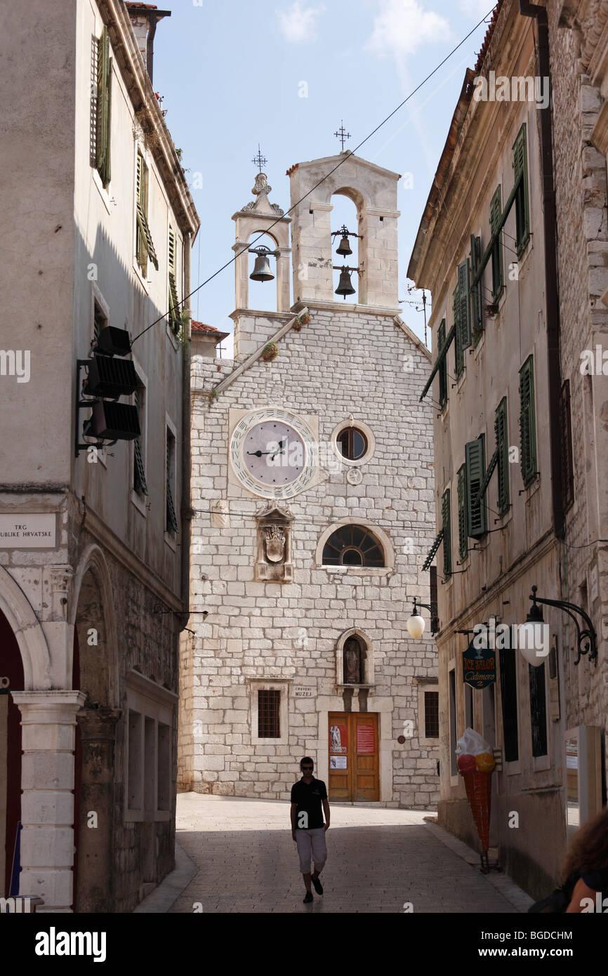 Alte Stadt mit der Kirche der Heiligen Barbara, Sibenik, Dalmatien, Adria, Kroatien, Europa Stockbild