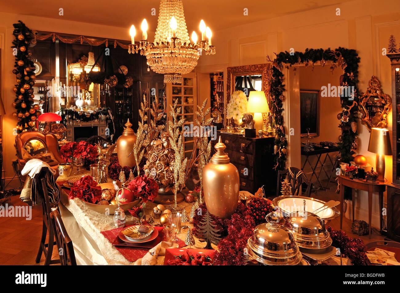 Üppige Weihnachtsdekoration In Einem Wohnzimmer Dekoriert Zu Verkaufen,  Villa Ambiente, Im Weller, Nürnberg, Middle Franconia, Bayern,
