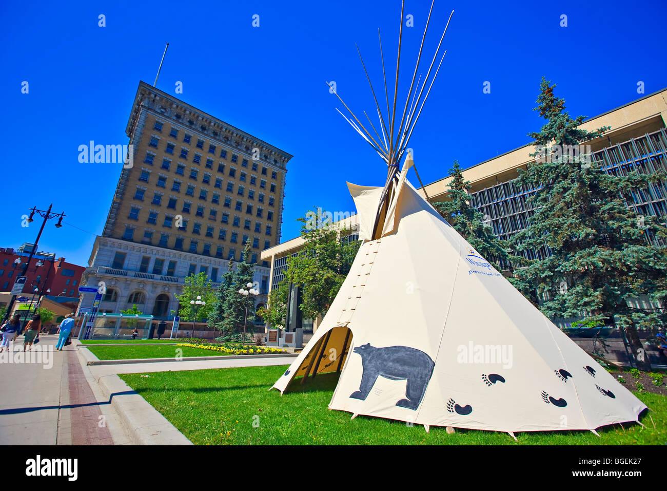 Tipi als Teil der National Aboriginal Day Feierlichkeiten, Stadt von Winnipeg, Manitoba, Kanada außerhalb der Stockbild