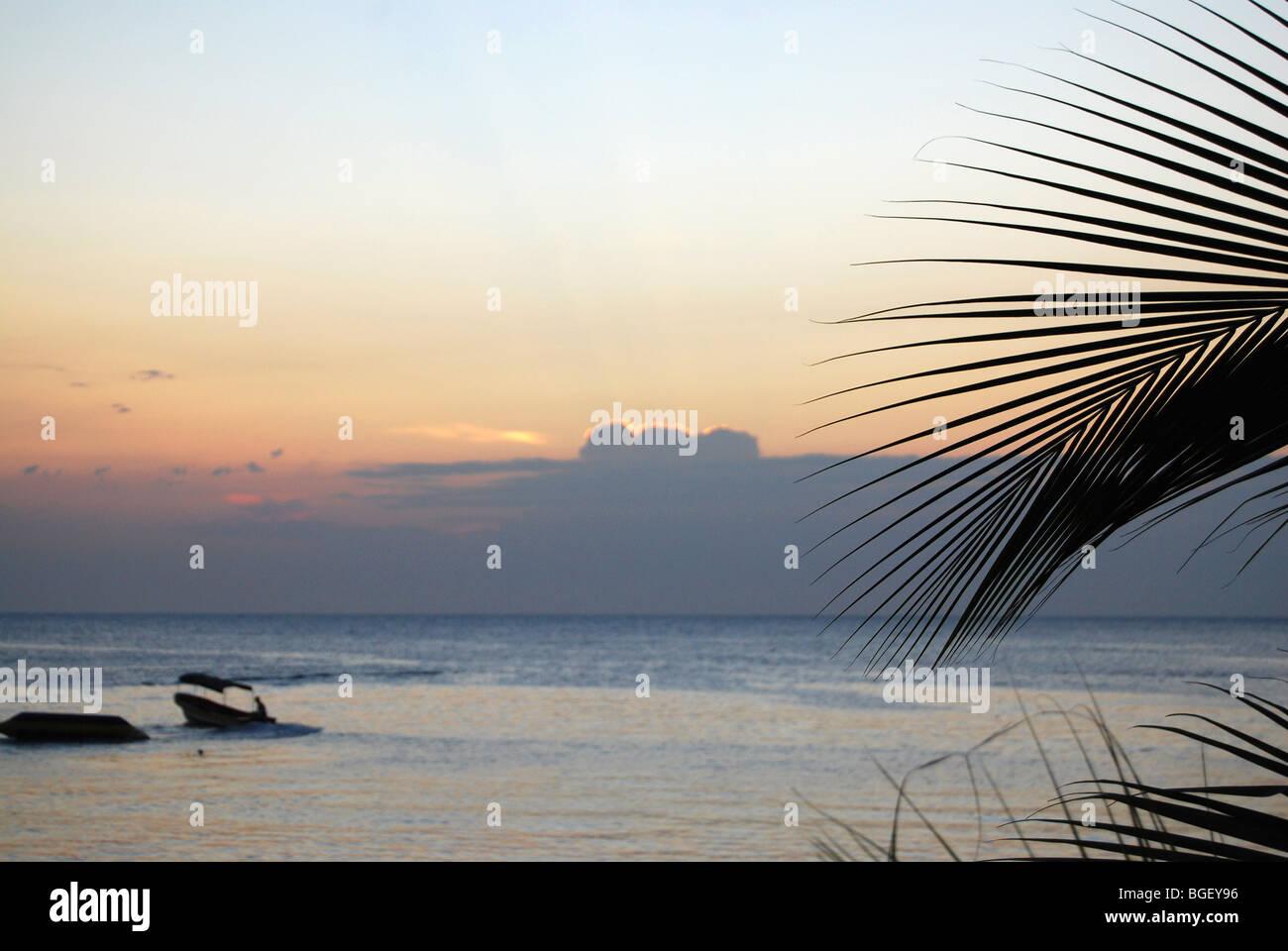 Sonnenuntergang am Omoa, Honduras Stockbild