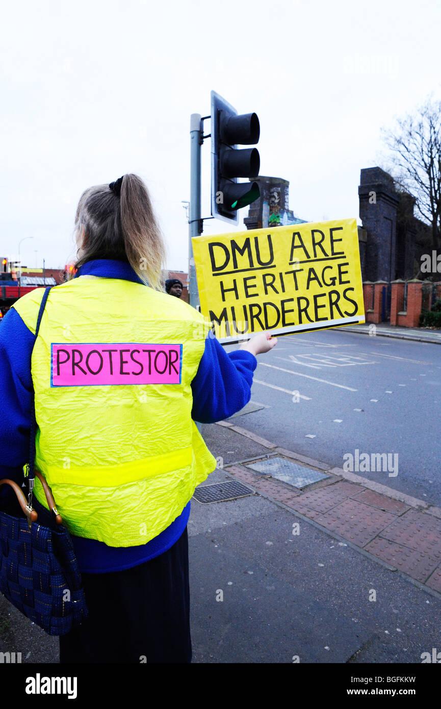 Demonstrant über Bow String Brücke Abriss in Leicester durch de Montfort University dmu Stockbild