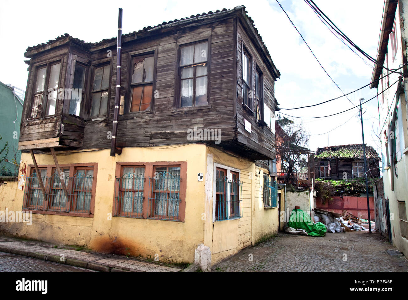 alte h user in balat stadtteil von istanbul stockfoto bild 27394710 alamy. Black Bedroom Furniture Sets. Home Design Ideas