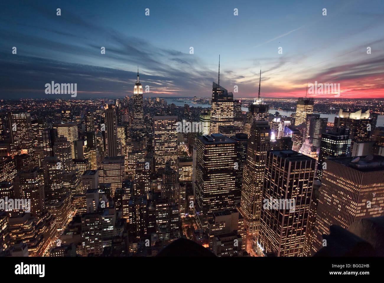 USA, New York, New York City, Empire State Building und untere Manhattan Skyline Stockbild