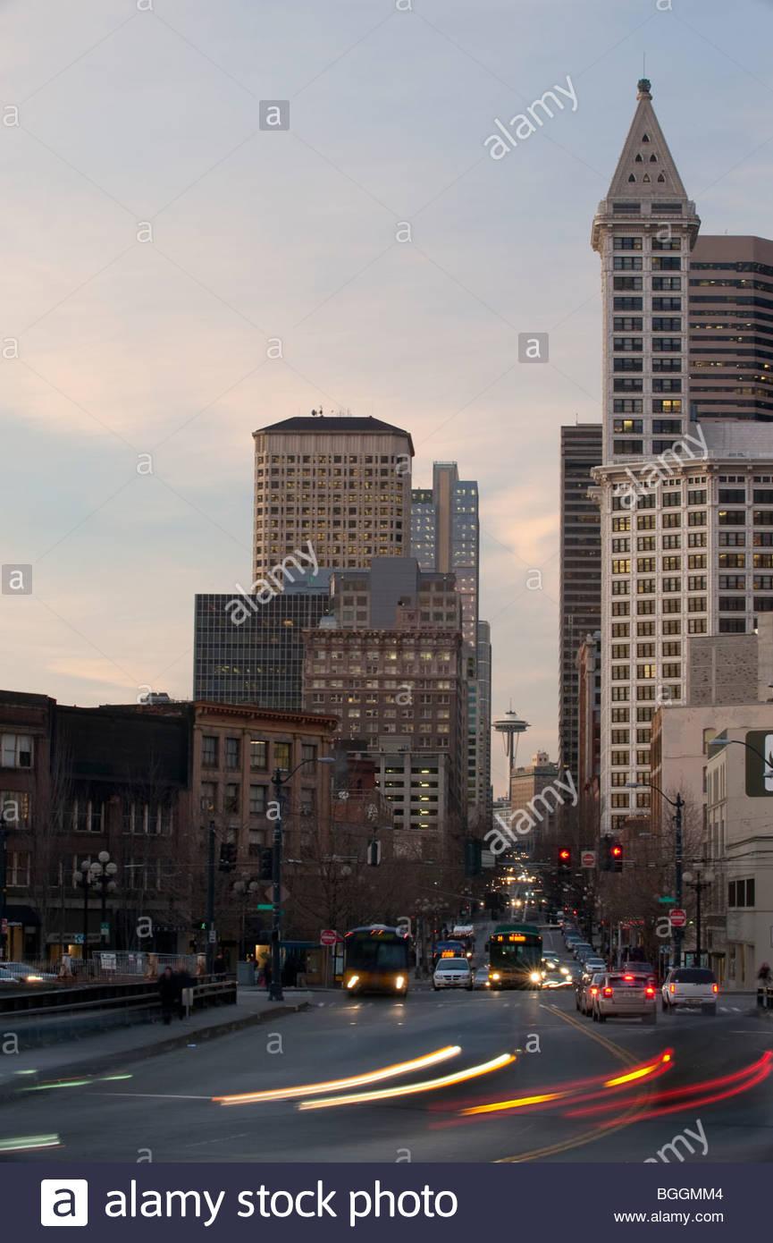 Rush Hour in den Abend, die Innenstadt von Seattle, Washington Stockbild