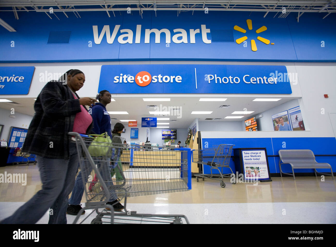 Giant Shopper Stockfotos & Giant Shopper Bilder - Alamy