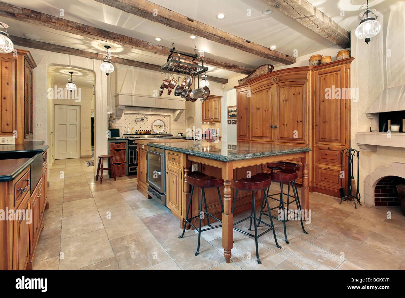 landhausk che in luxus haus mit holz deckenbalken stockfoto bild 27462730 alamy. Black Bedroom Furniture Sets. Home Design Ideas