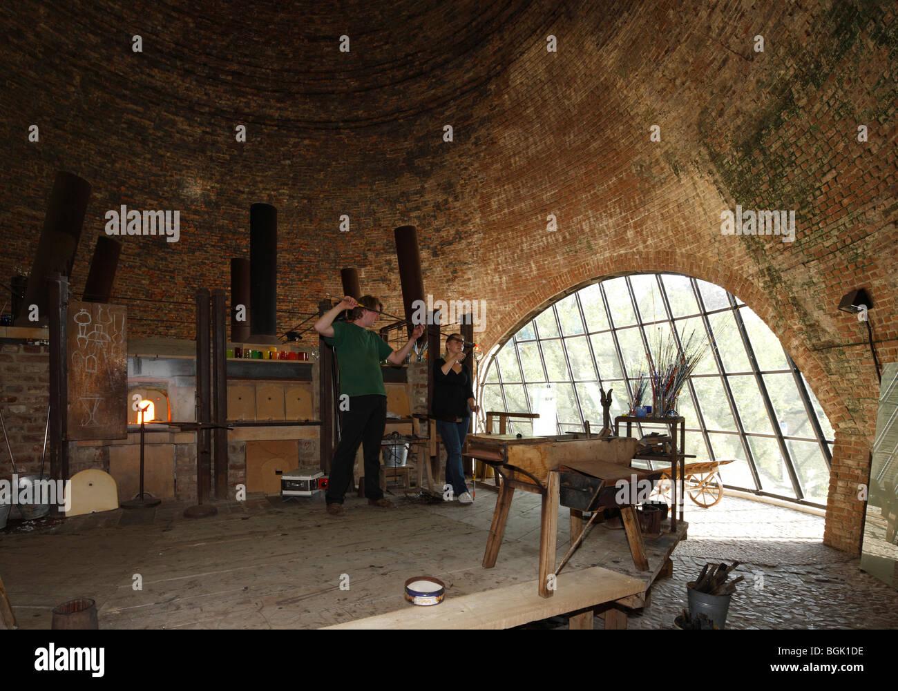 petershagen ofen glash tte gernheim lwl industriemuseum glasturm von innen mit glasofen und. Black Bedroom Furniture Sets. Home Design Ideas