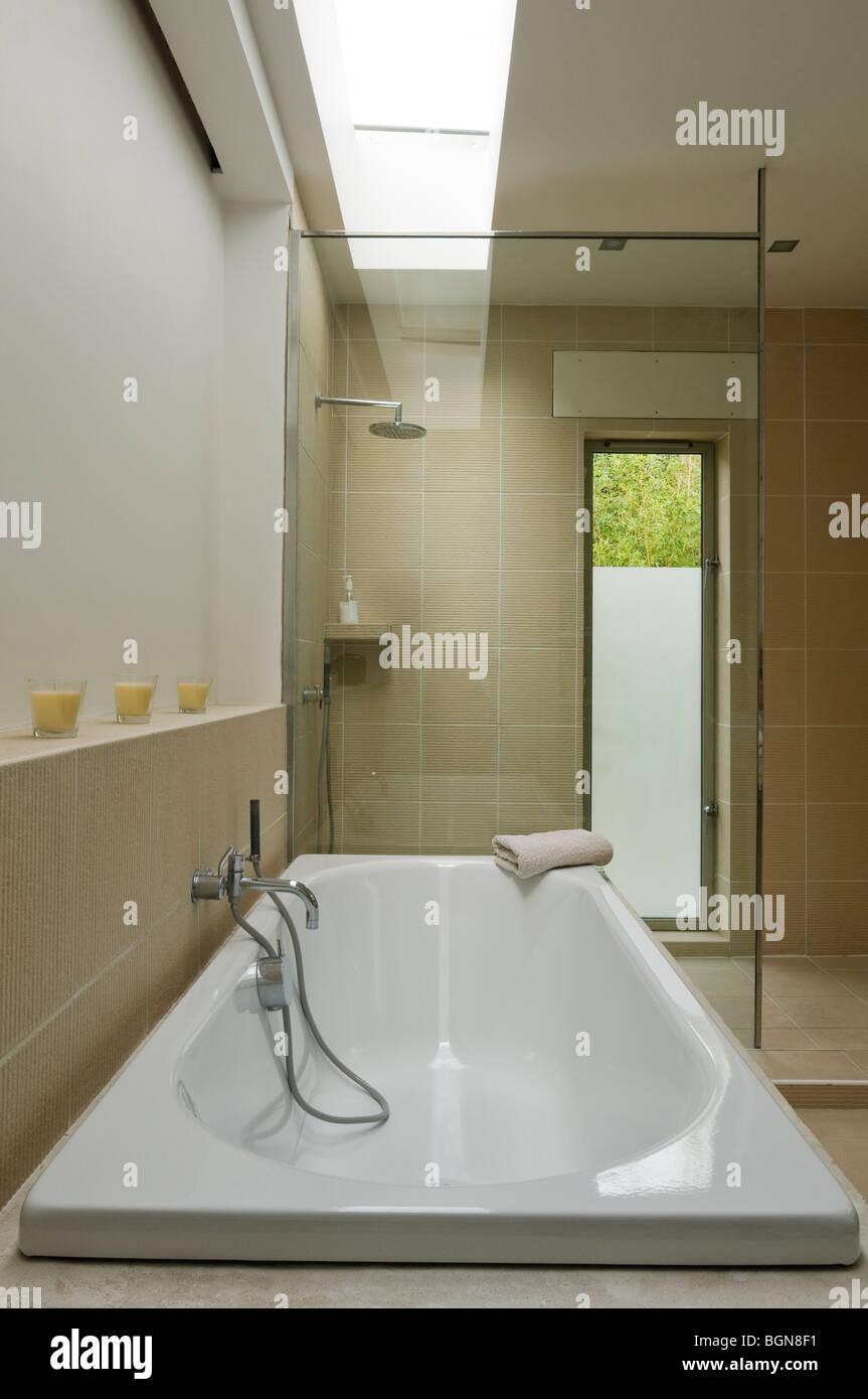 Neues Zeitgemäßes Badezimmer Stockfotos und  bilder Kaufen   Alamy