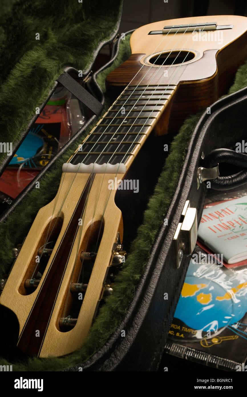 Musikinstrument - eine Kanarische Timple, eine Art von fünfsaitigen Miniatur Barockgitarre ähnlich wie Stockbild