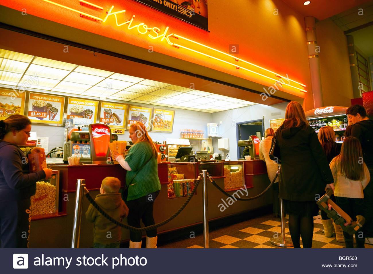Kino-Kiosk mit Popcorn, Coca Cola und heiße Getränke, Gloucester ...
