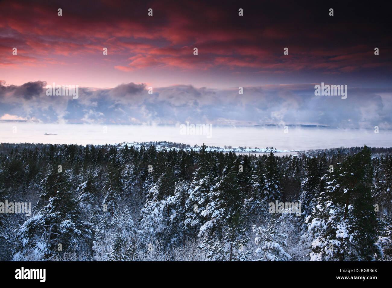 Winterlandschaft in Rygge Kommune, Østfold Fylke, Norwegen vom Vardåsen gesehen. Stockbild