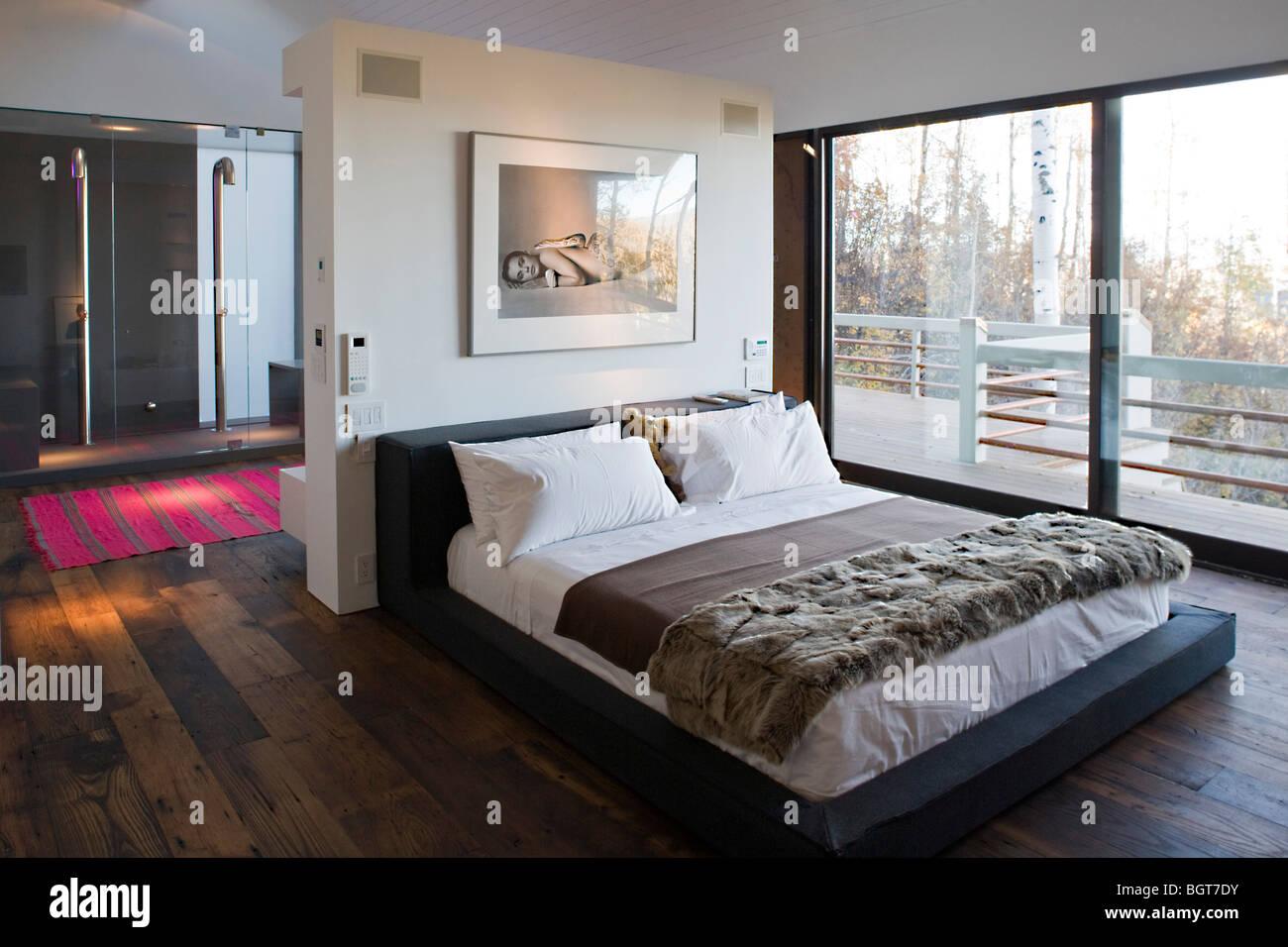 Snowmass Village Aspen Fiona Cowan Wohn Interieur Design Schlafzimmer Holz  Holz Schiebetür Terrasse American Contemporary