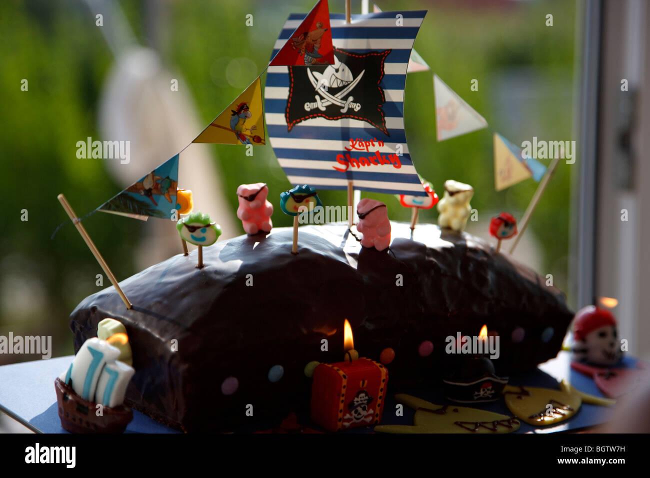 Kuchen Fur Kinder In Form Von Einem Piratenschiff Stockfoto Bild