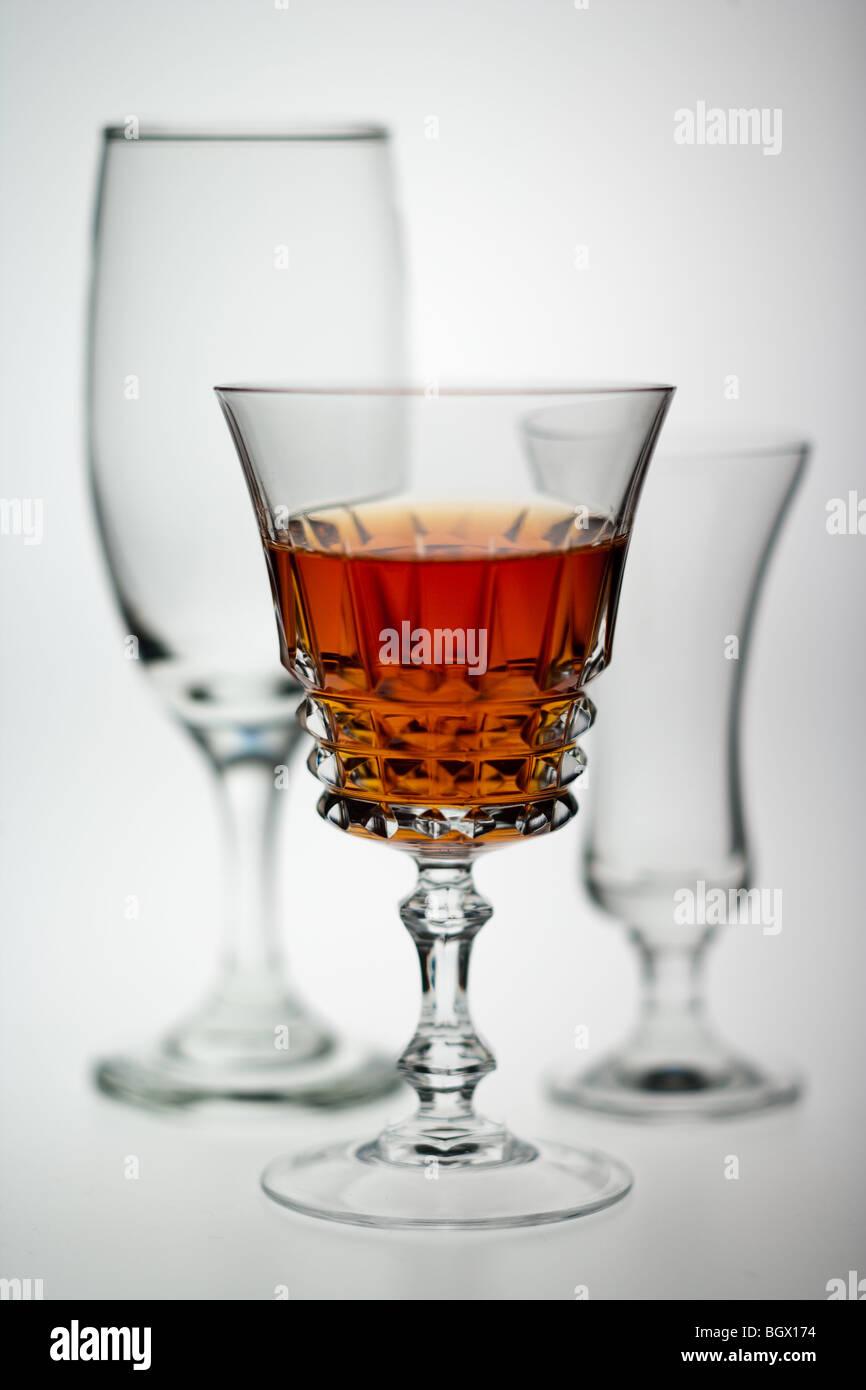 Gläser mit orange farbigen trinken Getränke Stockbild