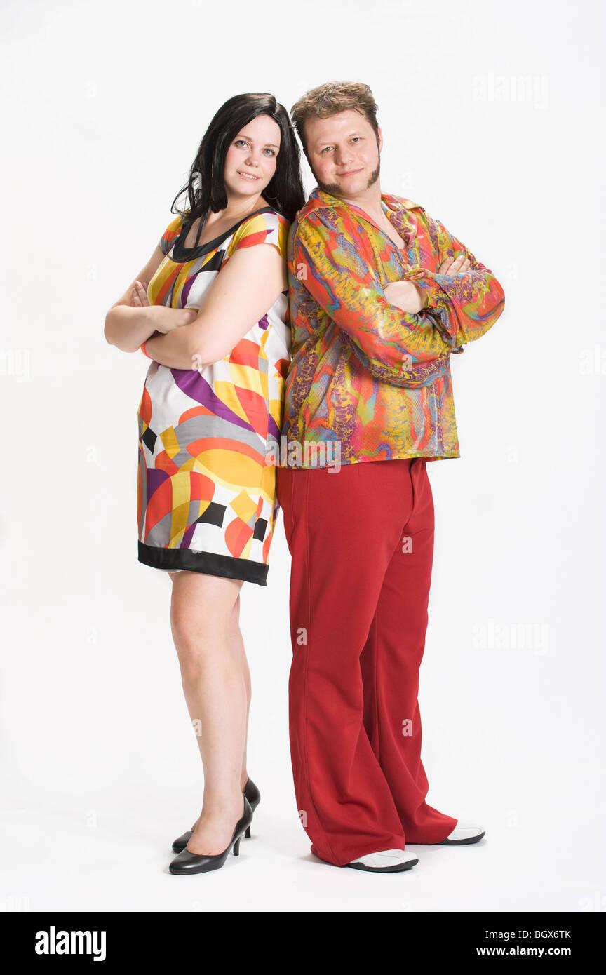 Paar In 70er Jahre Kleidung Gekleidet Stockfoto Bild 27621011 Alamy