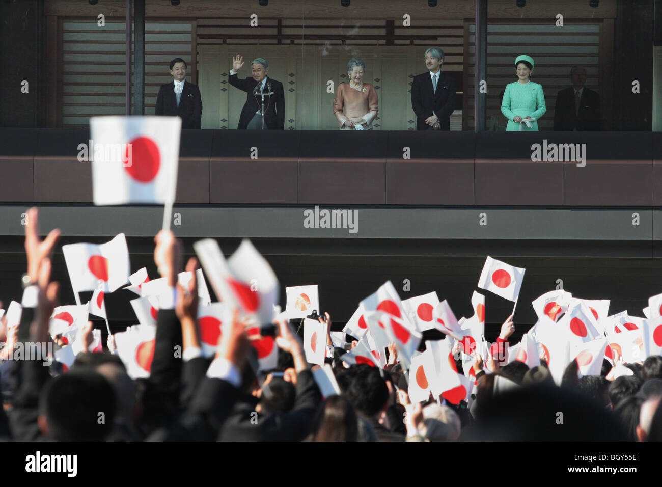 Kaiser Akihito von Japan und seine Familie erhalten die Grüße der ...