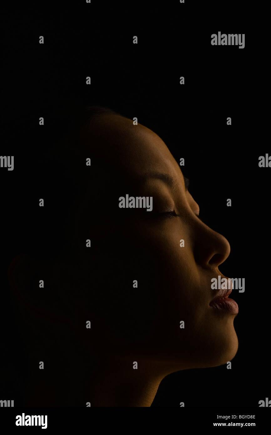 Frau Witn Augen geschlossen, Profil Stockbild