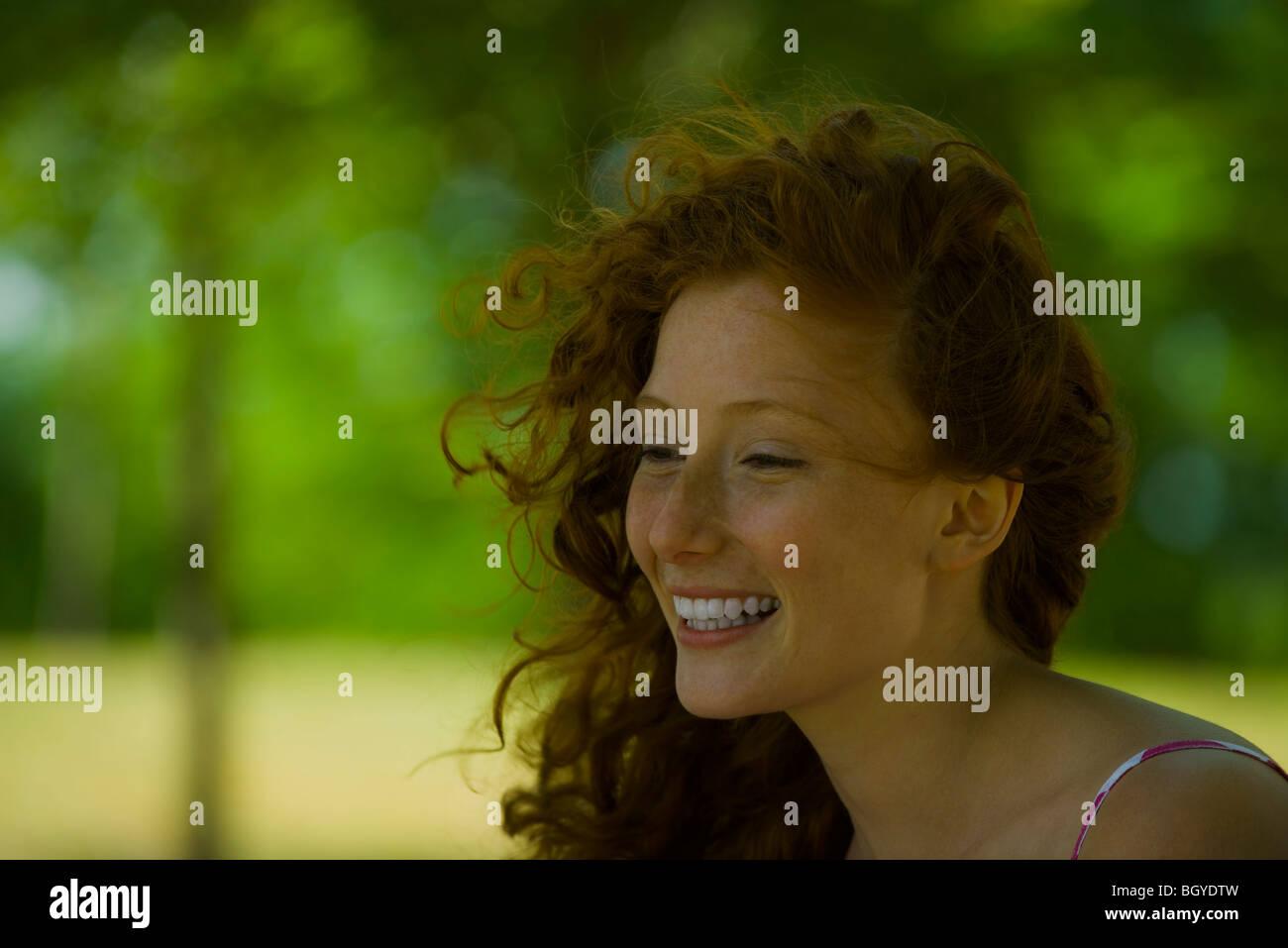 Junge Frau, Lächeln, Porträt Stockfoto
