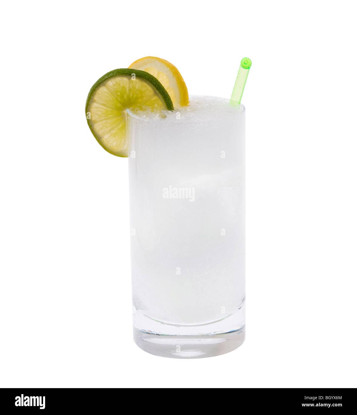 Wodka oder Gin & Tonic Mixgetränk mit Zitrone/Linie Slice Garnitur ...