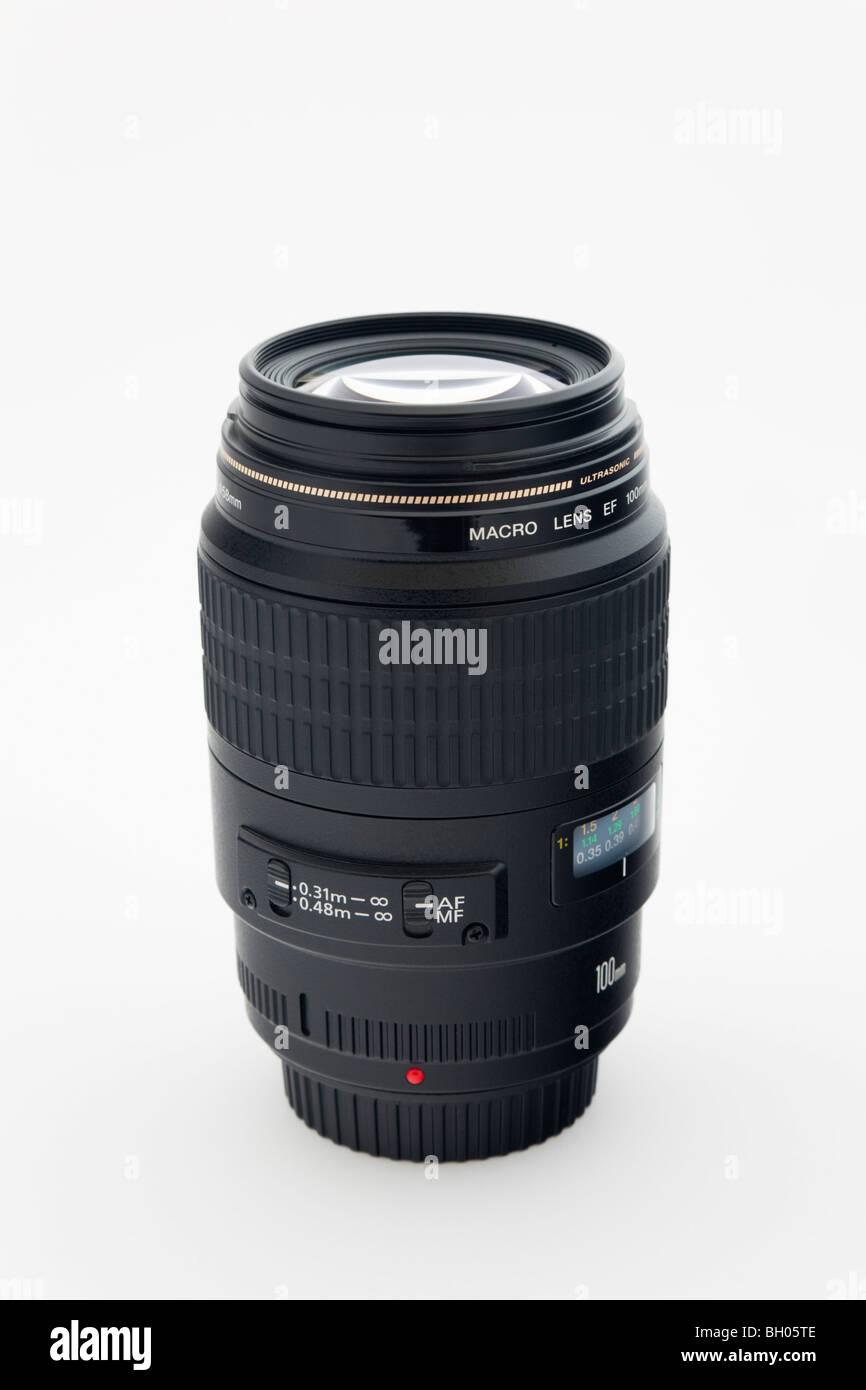 Unbranded Canon 100mm Makro Objektiv der Kamera auf einem weißen Hintergrund Stockbild