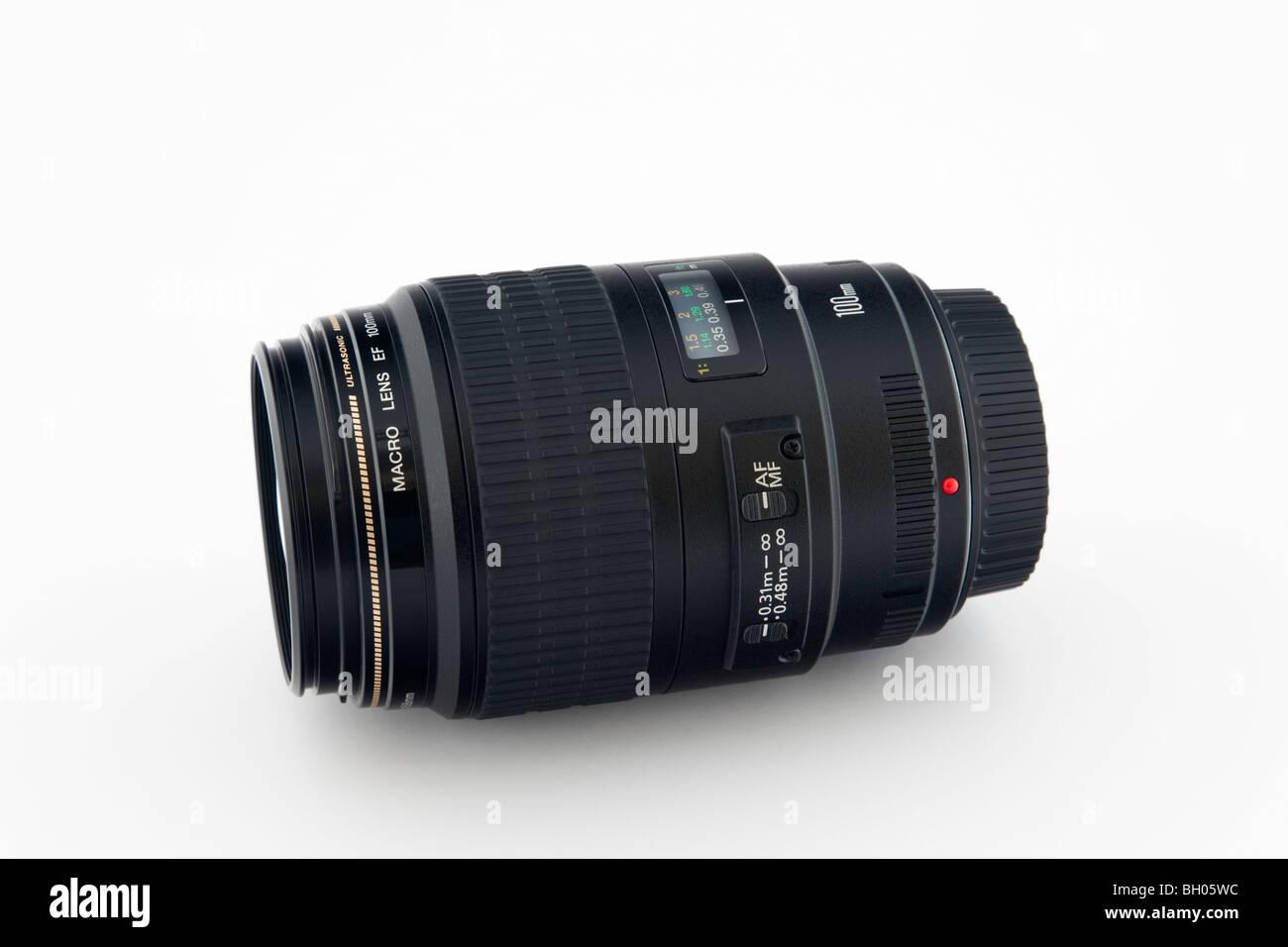 Unbranded Canon 100mm Makro Objektiv auf weißem Hintergrund Stockbild