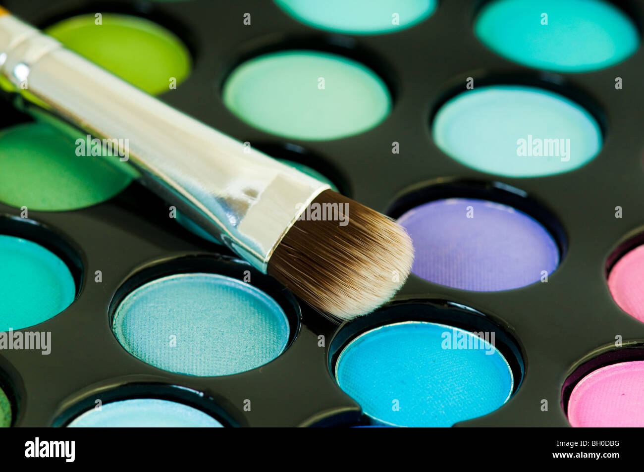 bunten Lidschatten mit Kosmetik Pinsel Stockbild