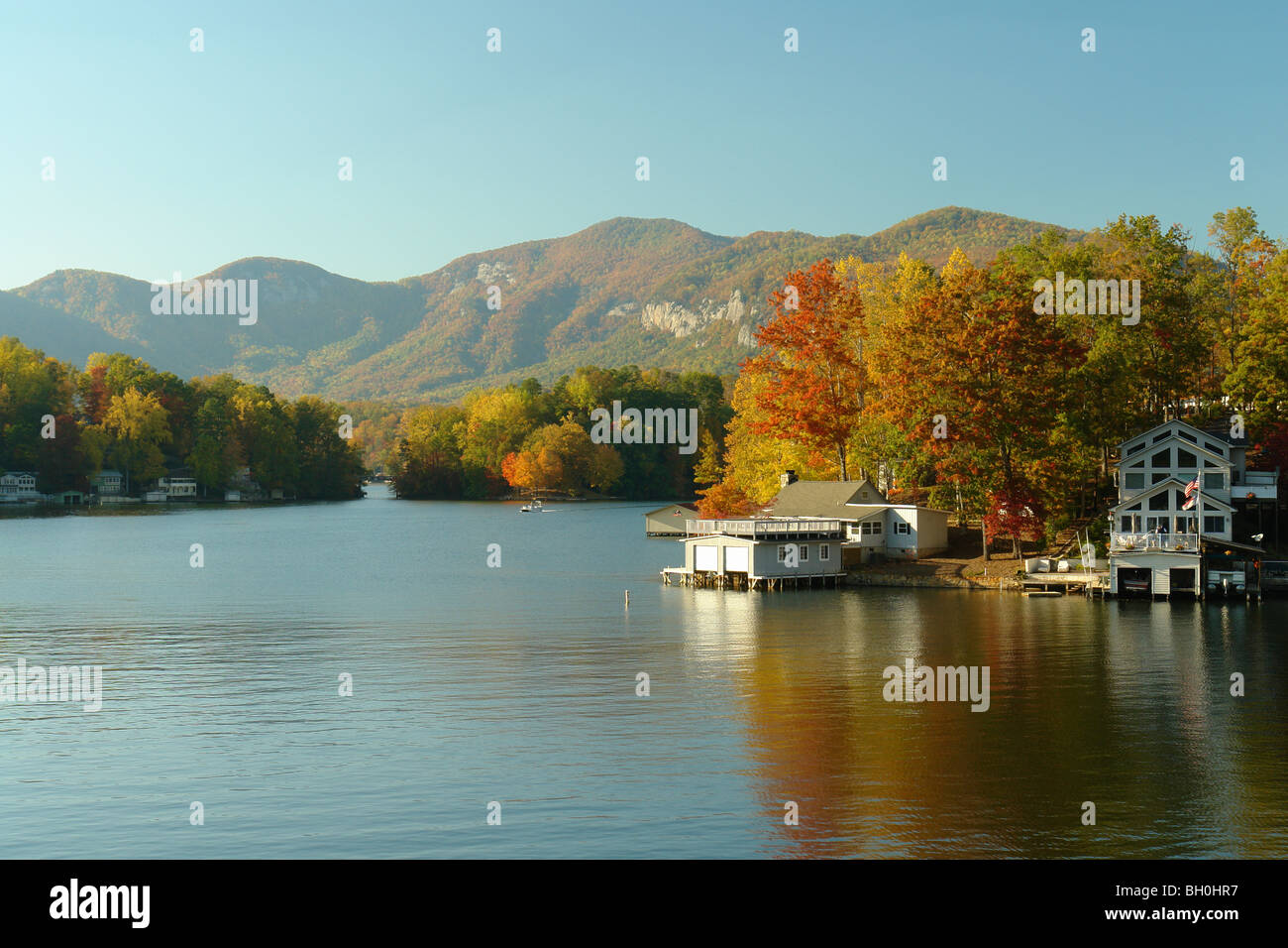 Lake Lure, NC, North Carolina, See Häuser, Herbst Stockfoto, Bild ...