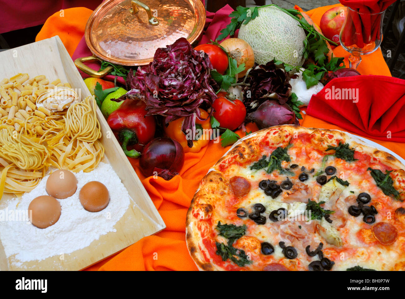Italienische Küche, Malcesine, Veneto, Italien Stockbild