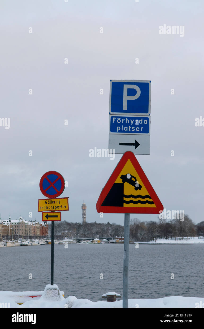 Verkehrszeichen auf Nybrokajen in Stockholm Stockbild